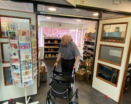 Nieuwe minimarkt in zorgcentrum De Waard